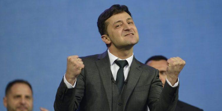 Victoria holgada de Zelenski en las elecciones ucranianas, según los sondeos