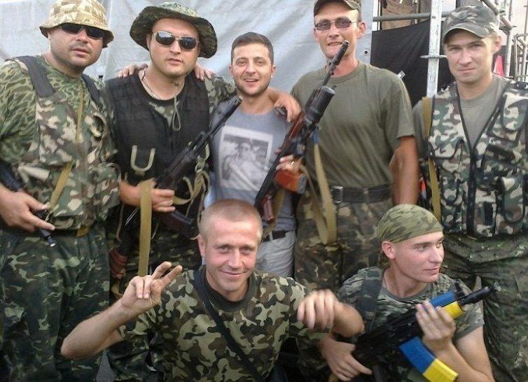 Dimitri Zelensky da su apoyo al Ejercito ucraniano y elogia a unos batallones de voluntarios plagados de criminales y neonazis