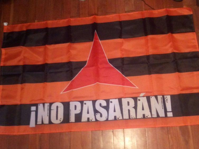 [DENDA – Tienda] Bandera antifaxista eta internazionalista / bandera antifascista e internacionalista