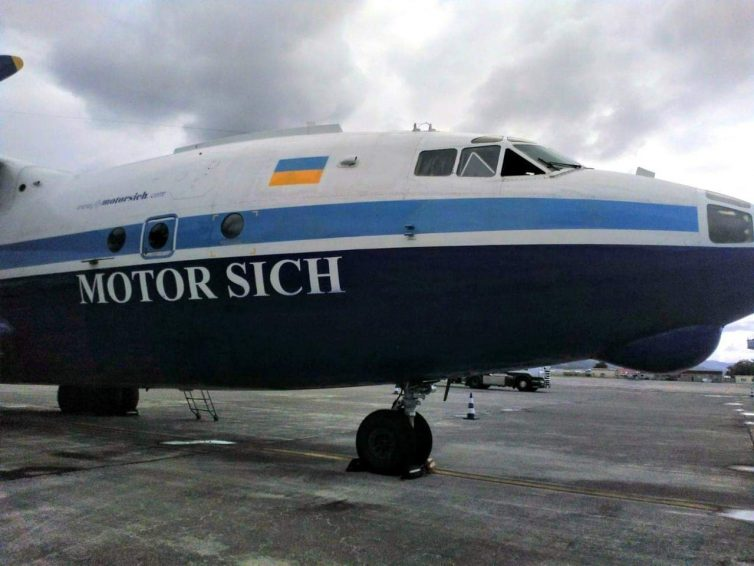 Un avión ucraniano sale del aeropuerto de Loiu (Bizkaia) con una importante carga de explosivos de artillería para Kenia