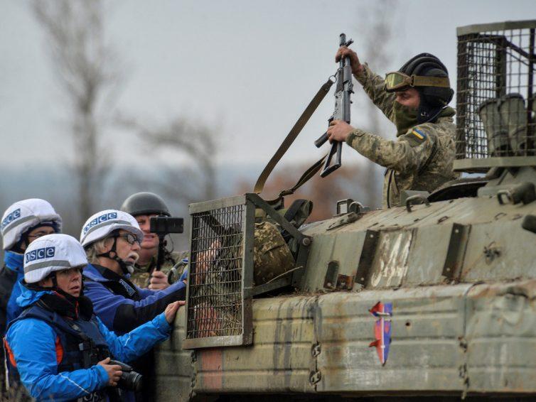 Las fuerzas ucranianas y la milicia de la RPD dan inicio a un nuevo intento de desconexiòn mientras siguen los ataques ucros y combates de baja intensidad
