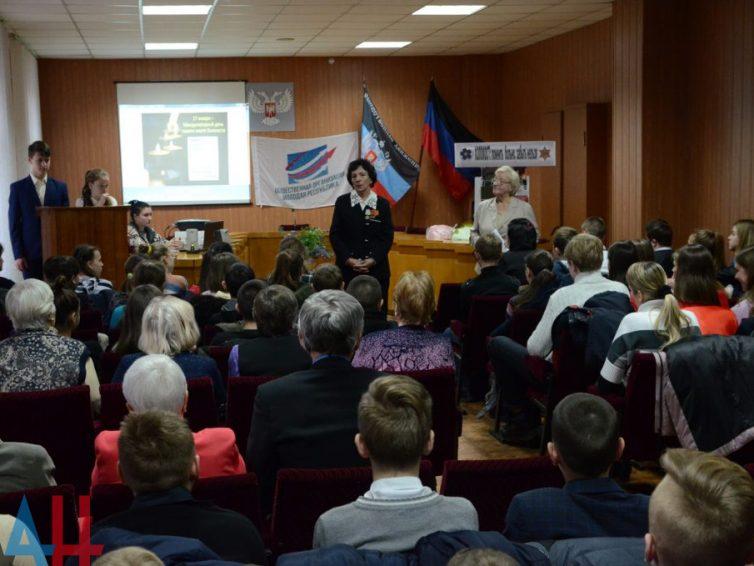 En la Repùblica Popular de Donetsk (RPD) dan clases escolares sobre el horror del Holocausto