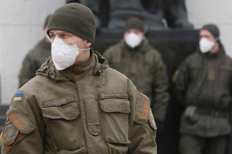 """Coronavirus – Ucrania, en estado de emergencia, pide una """"tregua"""" en Donbass"""